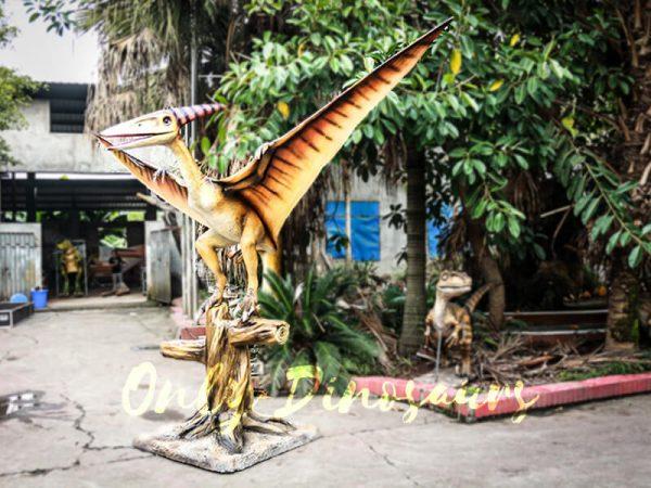 Realistic Animatronic Pterosaur on the Stump3 1