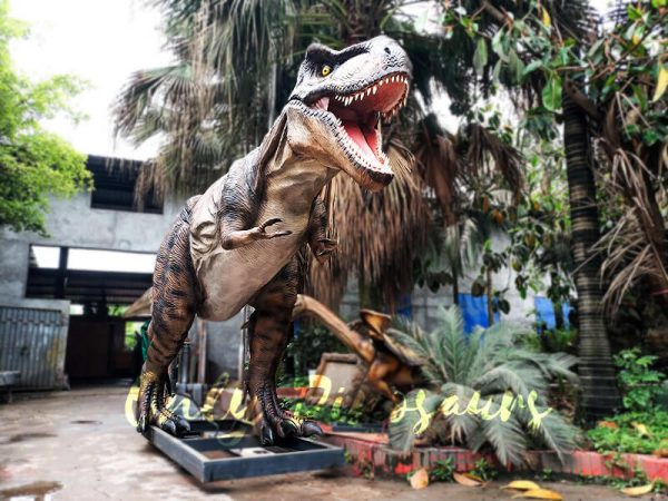 Realistic Animatronic Tyrannosaurus of Jurassic World1 1