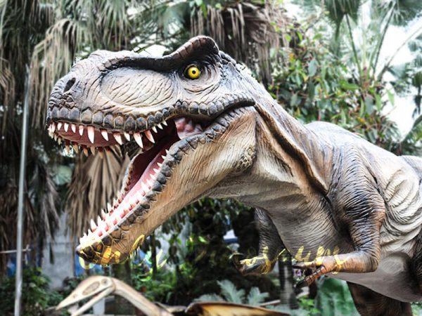 Realistic Animatronic Tyrannosaurus of Jurassic World3 1