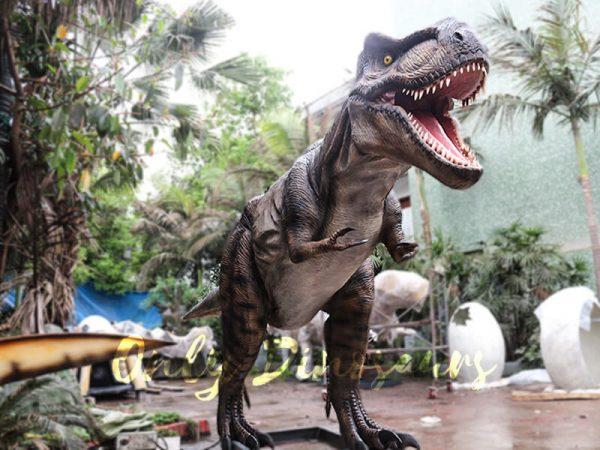 Realistic Animatronic Tyrannosaurus of Jurassic World5 1