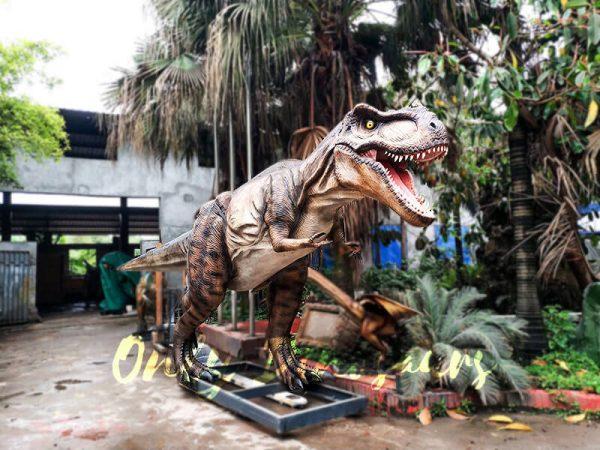 Realistic Animatronic Tyrannosaurus of Jurassic World6 1