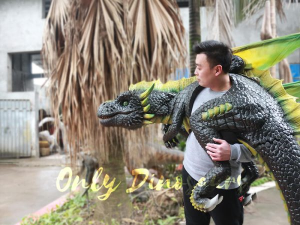 Realistic-Dragon-Shoulder-Puppet-for-Event-Black-Green1-2