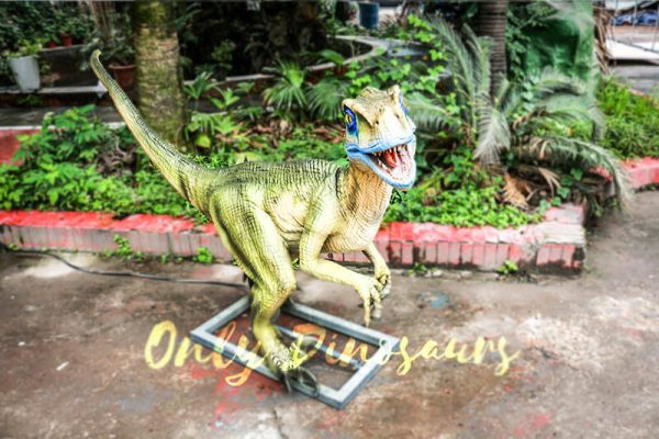 Custom Animatronic Raptor in Green1