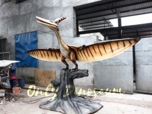 Dinosaur Animatronic Pterodactyl on stump1