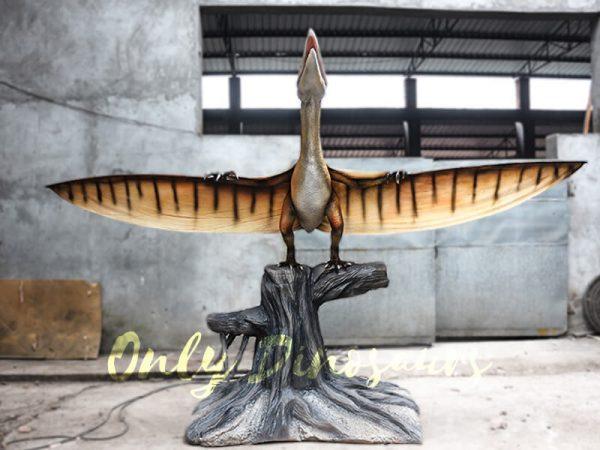 Dinosaur Animatronic Pterodactyl on stump2