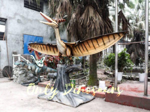 Dinosaur Animatronic Pterodactyl on stump5