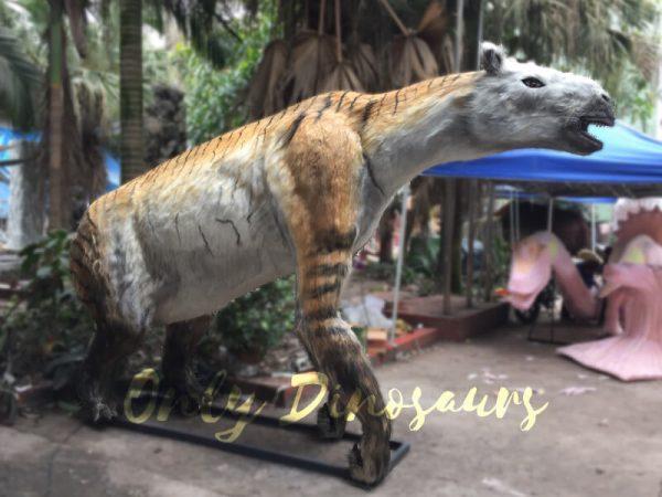 Lifelike-Extinct-Chalicotherium-animatronics-for-sale4