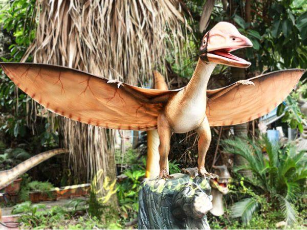 Realistic Animatronics Pteranodon with Tree Stump5