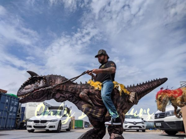 Realistic-Riding-Carnotaurus-Costume-On-Stilts1-2