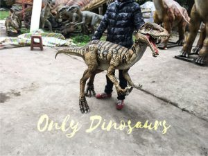 Portable-Dinosaur-Puppet-Masiakasaurus-for-Actor1