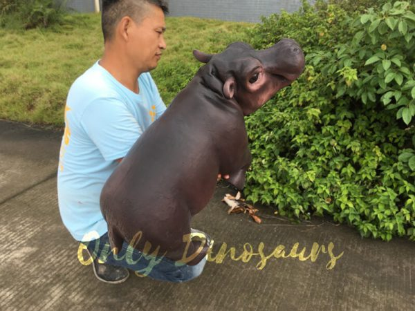 Realistic-Baby-Hippo-Puppet-for-kids4