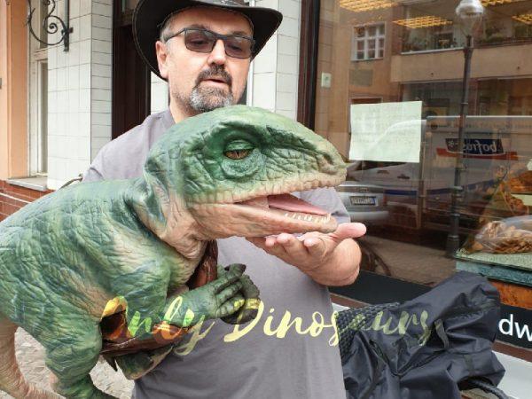 Realistic-Raptor-Glove-Puppet-For-Jurassic-Park0