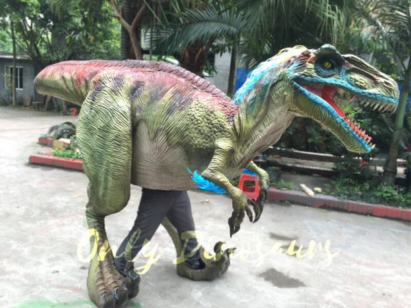 Jurassic-Park-Emulational-Walking-Velociraptor-Costume-2