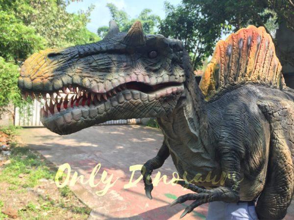 Lifelike-Adult-Spinosaurus-Costume-in-Jurassic-Park3