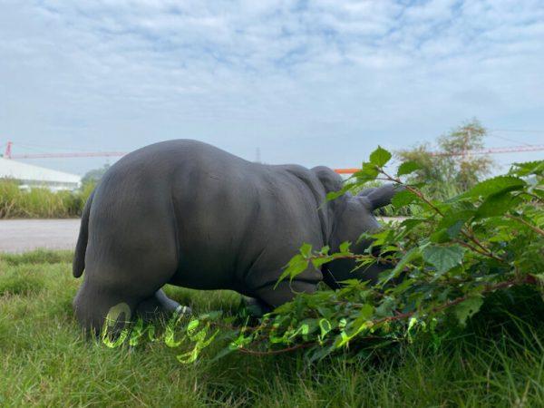 Realistic-Rhinoceros-Handheld-Puppet4