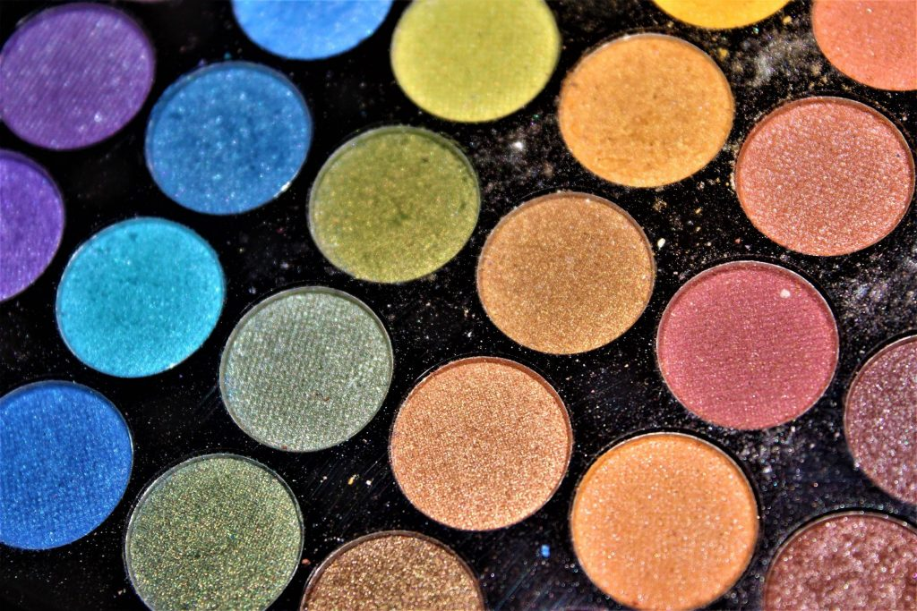 dragon-makeup-ideas-shimmery-eyeshadow-palette