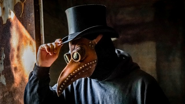 Costume-ideas-Be-immediately-recognizable-as-the-plague-doctor