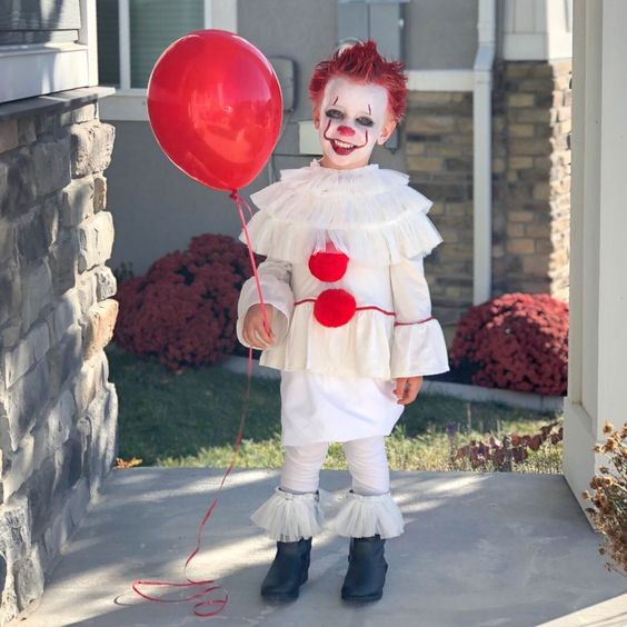 Costume-ideas-Stand-out-at-the-party-by-going-as-Pennywise-the-dancing-clown