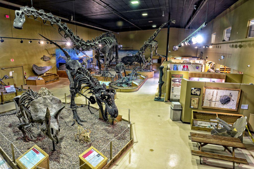 18-16-Best-Dinosaur-Exhibits-in-America-2021-wyoming-dinosaur-center-wyoming-1