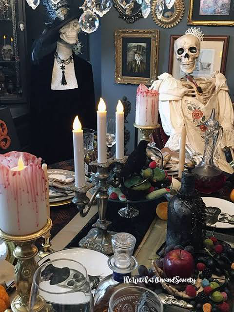 What-are-some-good-haunted-house-ideas-set-up-a-witchs-table