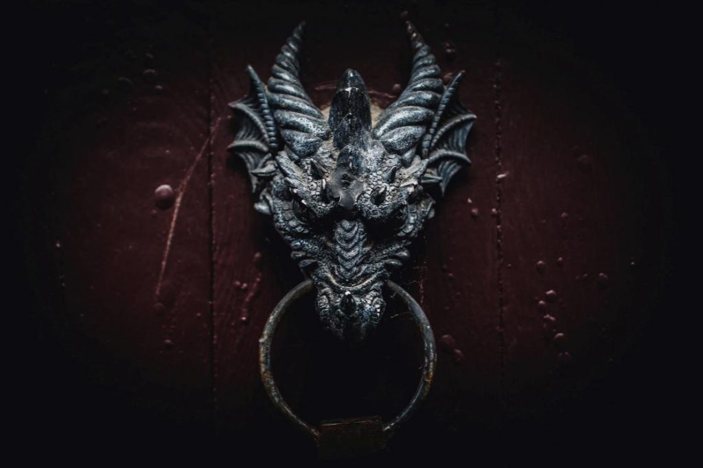 dragon-facts-–-picture-of-a-gray-dragons-head-as-a-door-knocker