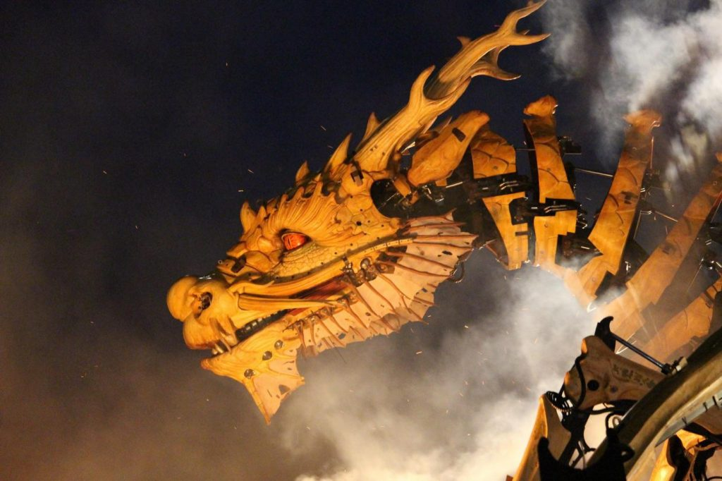 dragon-facts-an-animatronic-dragon-facing-the-left-with-white-smoke-in-the-background