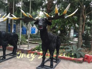 Giant Ice Age Animatronic Megaloceros with Realistic Appearance