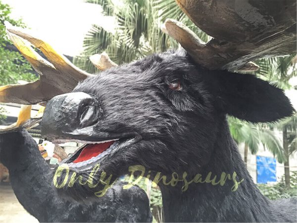 Giant-Ice-Age-Animatronic-Megaloceros-with-Realistic-Appearance-1