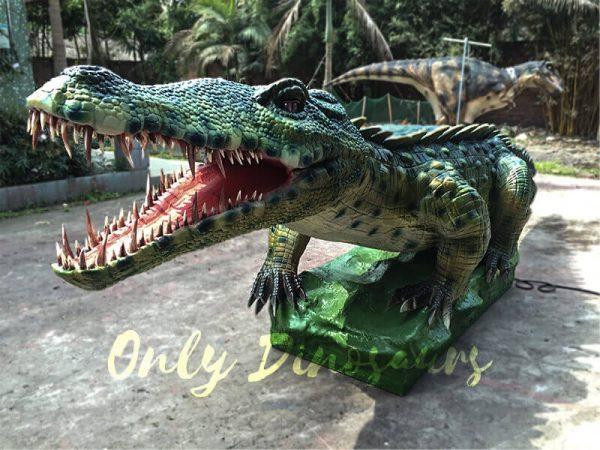 Green-Animatronic-Crocodile-with-Tusks-4