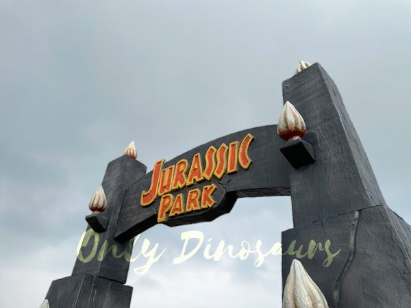 Jurassic-Park-Gate-for-Dinosaur-Party-Decoration5
