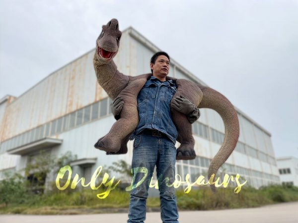 Magic-Wearable-Brachiosaurus-Shoulder-Puppet3