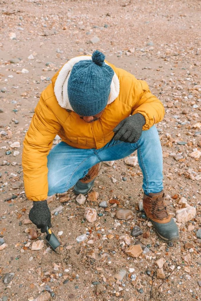 Searching-For-Dinosaurs-And-Fossils-On-The-Jurassic-Coast-Of-England
