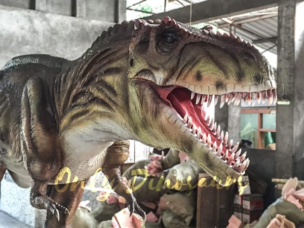 The-Snarling-T-Rex-from-Jurassic-World2