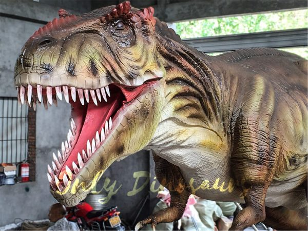 The-Snarling-T-Rex-from-Jurassic-World4