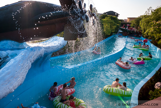 Top-8-Dinosaur-Water-Parks-You-Cant-Miss-This-Summer-2021-dino-beach