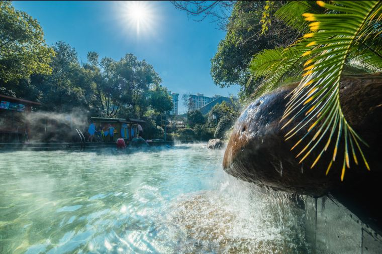 Top-8-Great-Dinosaur-Water-Parks-You-Cant-Miss-This-Summer-2021-dino-valley-hot-spring