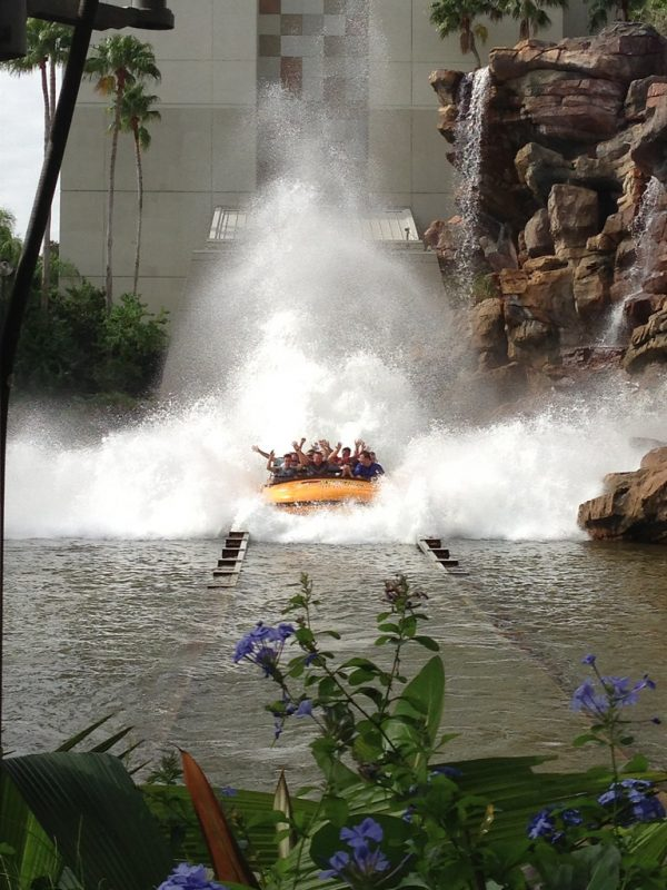 Top-8-Great-Dinosaur-Water-Parks-You-Cant-Miss-This-Summer-2021-jurassic-park-river-adventure-85-ft-drop