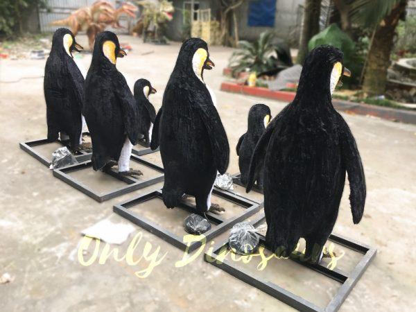 Vivid-Animatronic-Family-Penguin-Models4