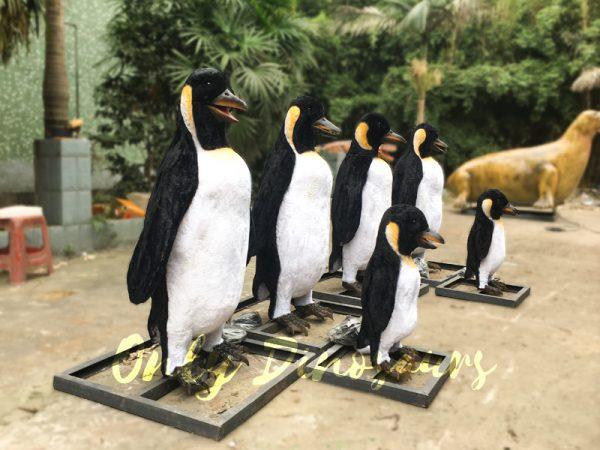 Vivid-Animatronic-Family-Penguin-Models5