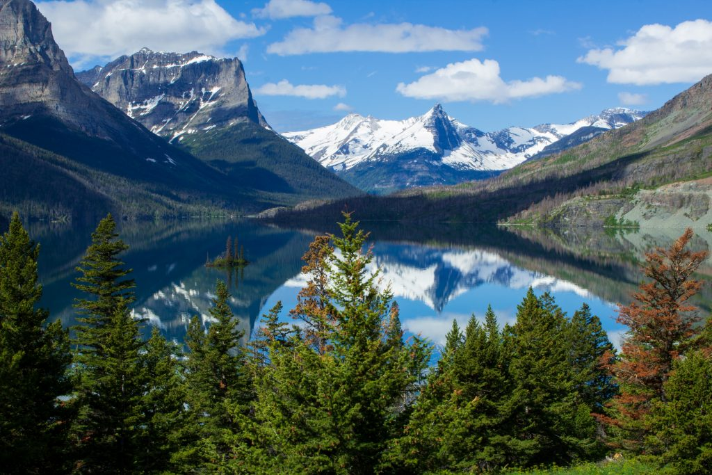18-Best-Places-to-Travel-in-July-Destinations-in-the-U.S.-Lake