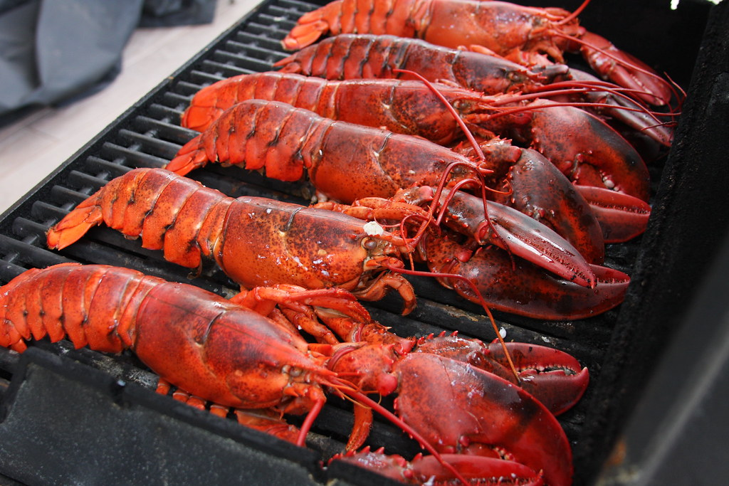 18-Best-Places-to-Travel-in-July-Destinations-in-the-U.S.-Maine-Lobster