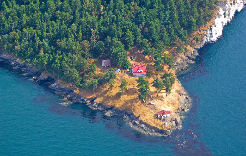 18-Best-Places-to-Travel-in-July-Destinations-in-the-U.S.-Turn-Point-Lighthouse
