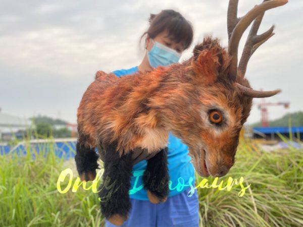 Lifelike-Reindeer-False-Arm-Animal-Puppet5