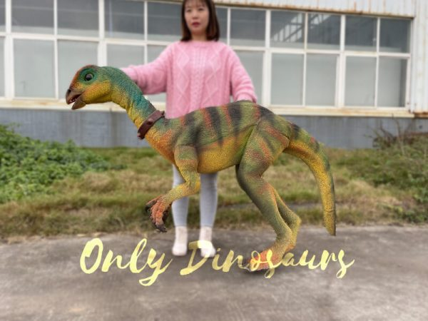 Realistic-Quantasaurus-Portable-Dinosaur-Puppet2