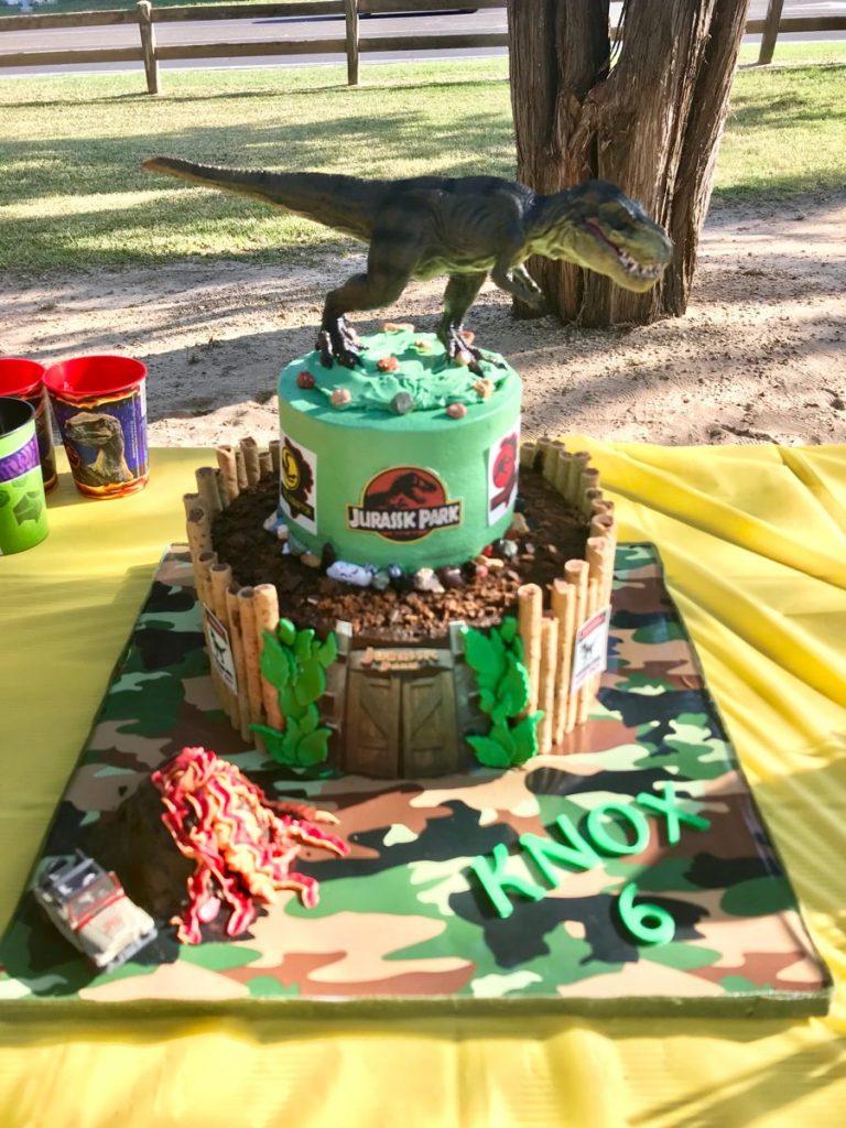 35-Unique-Dinosaur-Cake-Ideas-Everybody-Will-Love-Enjoy-Dinosaur-Jurassic-Park-Cake