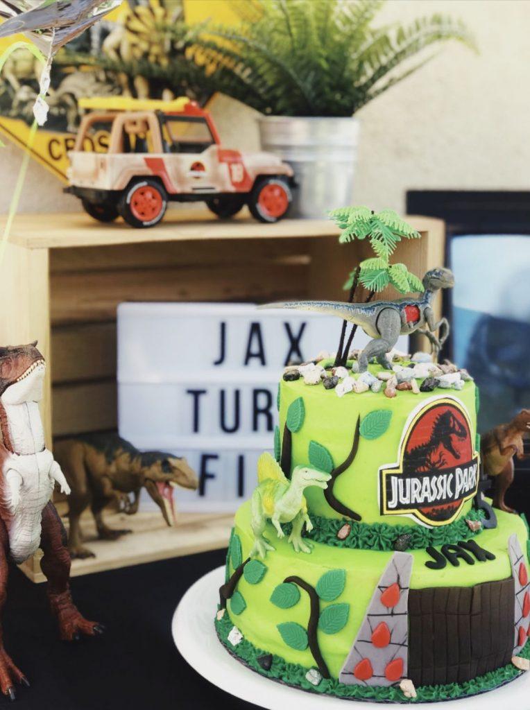 35-Unique-Dinosaur-Cake-Ideas-Everybody-Will-Love-Enjoy-Fondant-Jurassic-Cake