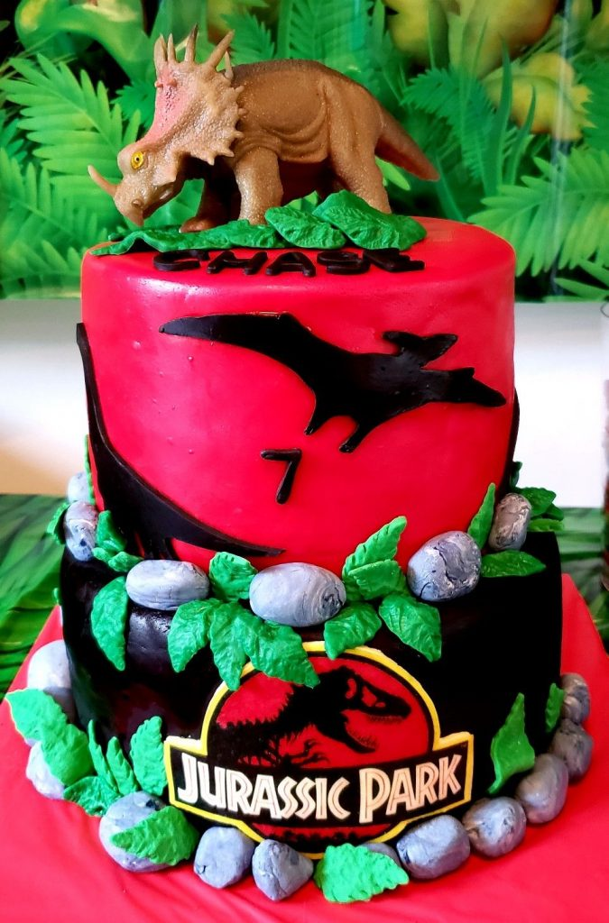 35-Unique-Dinosaur-Cake-Ideas-Everybody-Will-Love-Enjoy-Jurassic-Park-Cake