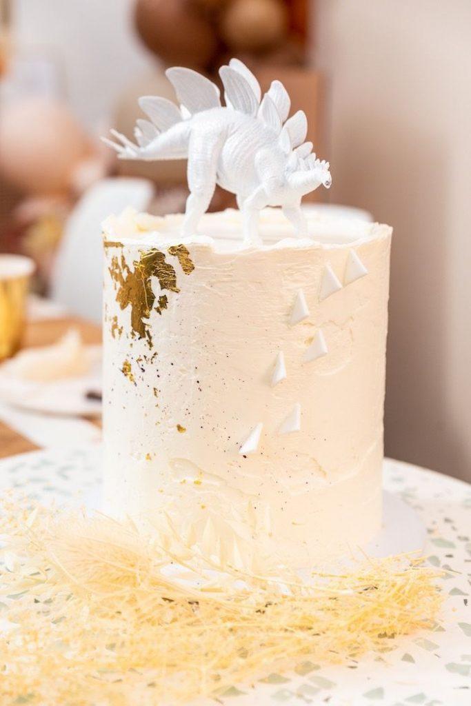 35-Unique-Dinosaur-Cake-Ideas-Everybody-Will-Love-Enjoy-Muted-Boho-Girly-Dinosaur-Party