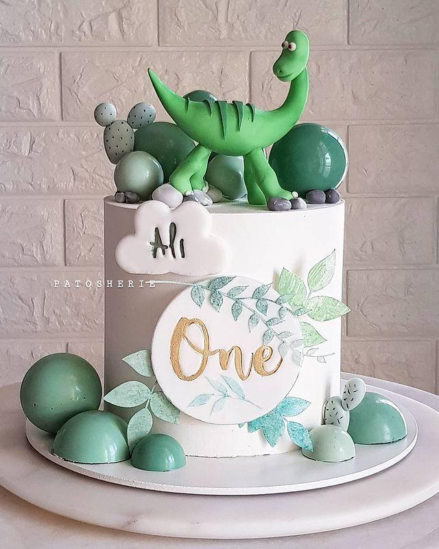 35-Unique-Dinosaur-Cake-Ideas-Everybody-Will-Love-Enjoy-PATOSHERIE