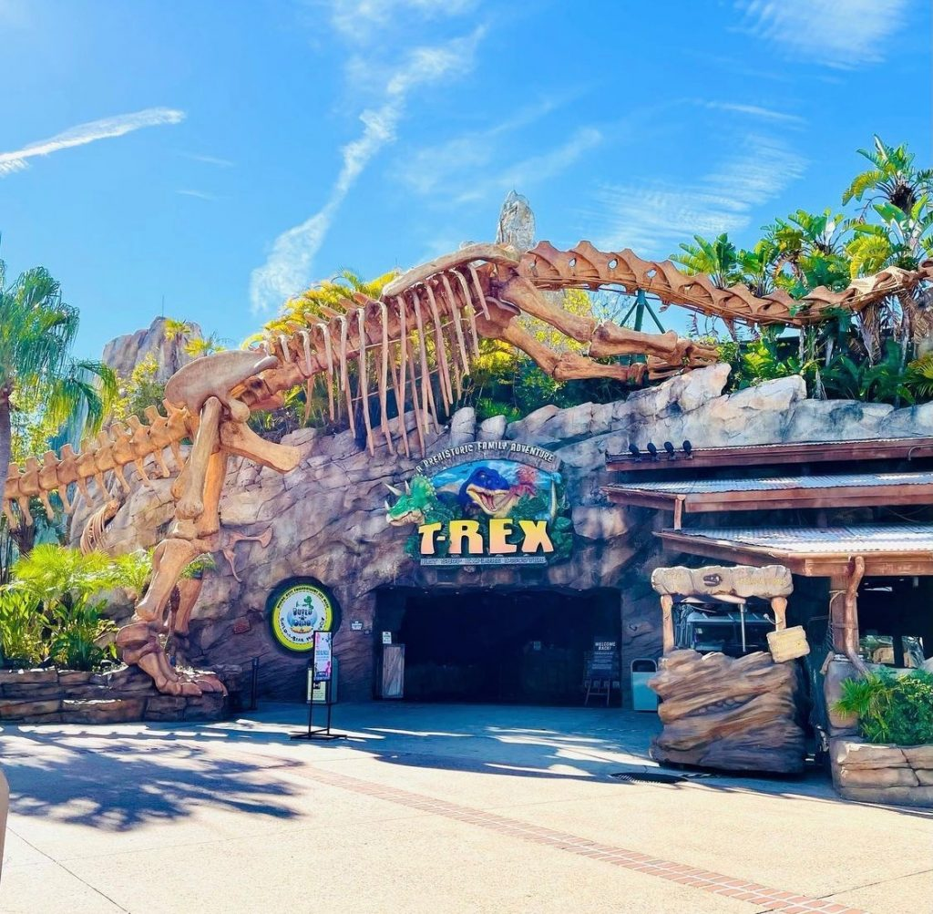 Top-12-Best-Day-Trips-for-Dinosaur-Lovers-T-Rex-Cafe-1